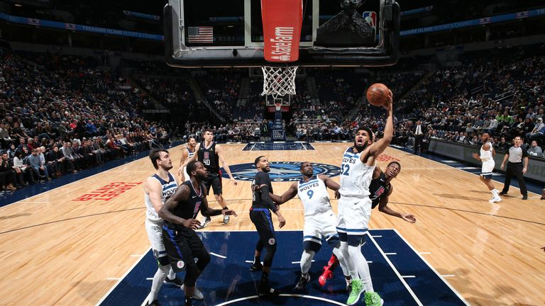 Karl-Anthony Towns attacks the rim against the Los Angeles Clippers