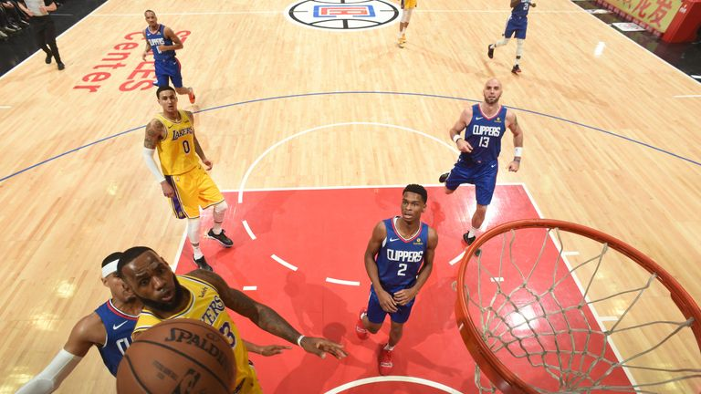 f123b3de5 LeBron James returns after 17-game absence to lead Los Angeles Lakers to  overtime win over Los Angeles Clippers