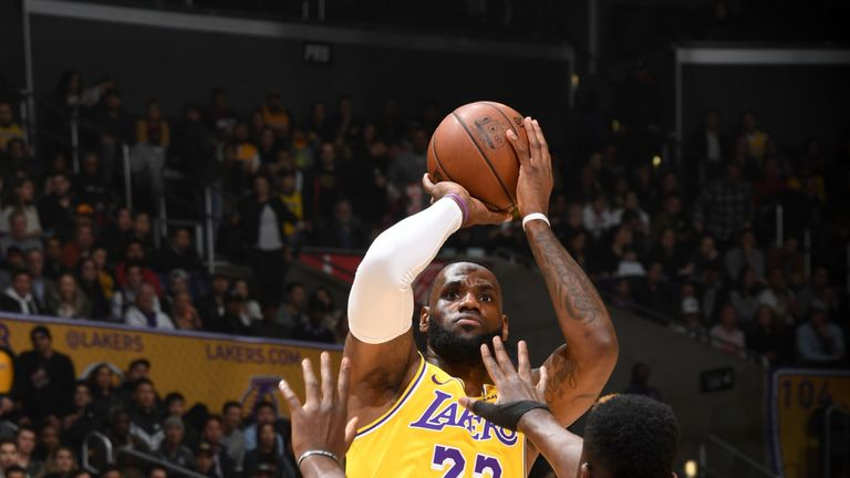 efc98e185670 LeBron James scores 29 points as Los Angeles Lakers record comeback win  over Houston Rockets