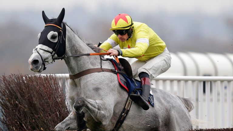 Politologue and Sam Twiston-Davies in action