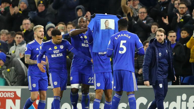 Bobby Reid holds up a t-shirt featuring an image of Emiliano Sala after giving Cardiff the lead