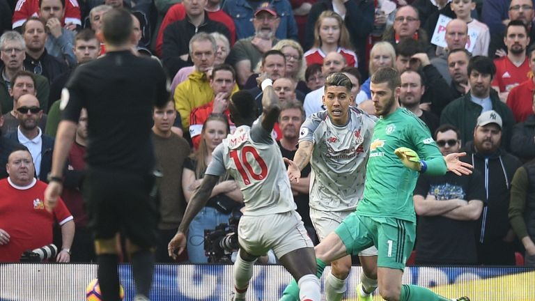 David de Gea manages to clear from Roberto Firmino and Sadio Mane