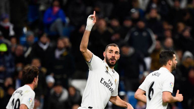 Karim Benzema scored again for Real Madrid as they broke down Alaves