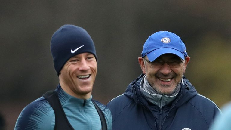 Chelsea's Ross Barkley (left) and Chelsea manager Maurizio Sarri during the training session at Cobham Training Centre, Stoke D'Abernon. PRESS ASSOCIATION Photo. Picture date: Wednesday November 28, 2018. See PA story SOCCER Chelsea. Photo credit should read: John Walton/PA Wire.