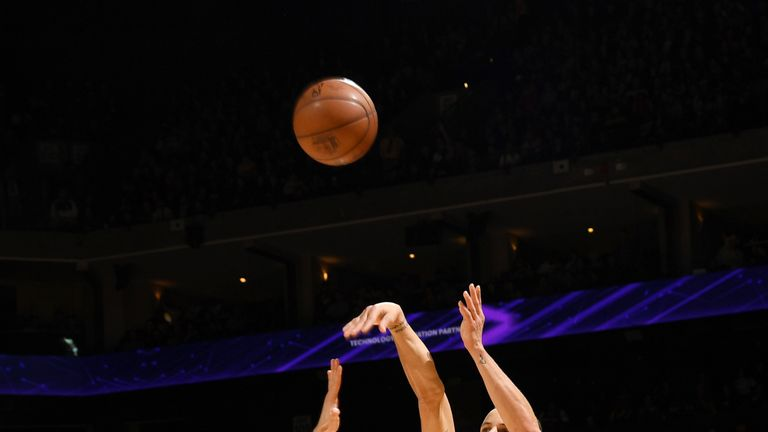 Stephen Curry of the Golden State Warriors handles the ball against the Sacramento Kings