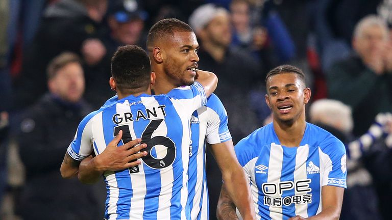 Steve Mounie celebrates scoring Huddersfield's injury-time winner