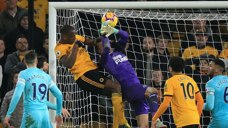 Willy Boly challenges Martin Dubravka to score Wolves' equaliser