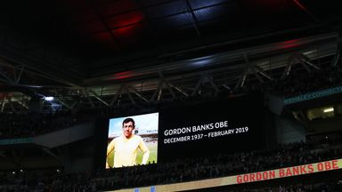 England pay tribute to Banks at Wembley