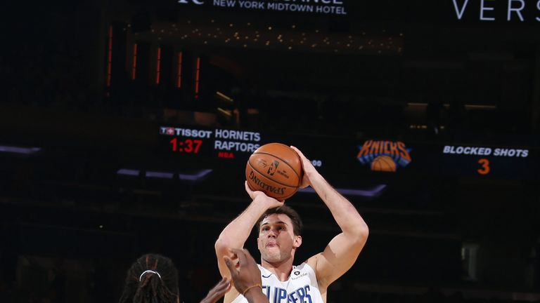 Danilo Gallinari proposes a jump shot against the Knicks