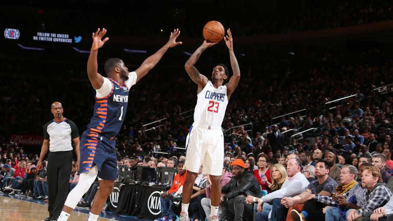 Lou Williams shoots over Emmanuel Mudiay at Madison Square Garden