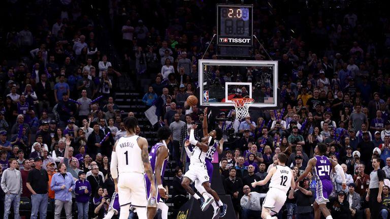 Rondae Hollis-Jefferson lofts his game-winning shot against the Sacramento Kings