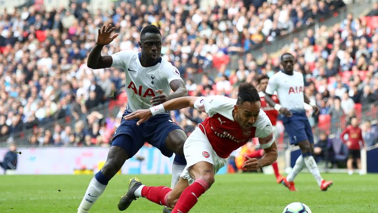 Davinson Sanchez in action against Arsenal