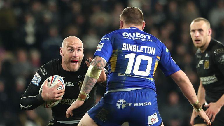 Gareth Ellis takes on Brad Singleton as Hull's resurgence continued