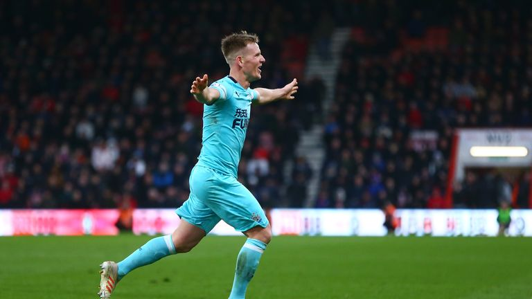 Matt Ritchie celebrates his late equaliser for Newcastle