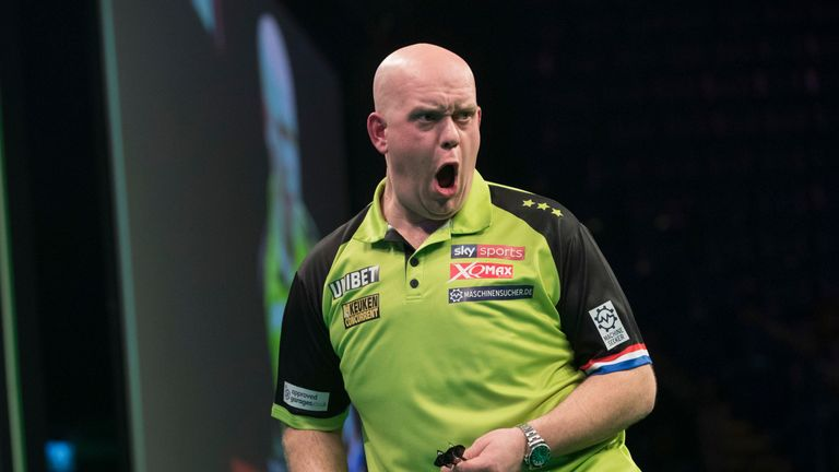 UNIBET PREMIER LEAGUE DARTS 2019.MOTORPOINT ARENA,.NOTTINGHAM.PIC LAWRENCE LUSTIG.MICHAEL VAN GERWEN V GERWYN PRICE MICHAEL VAN GERWEN IN ACTION