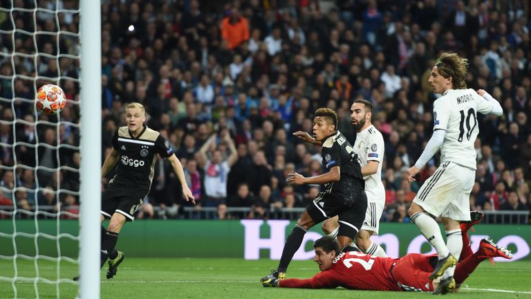 David Neres doubles Ajax's lead at the Bernabeu