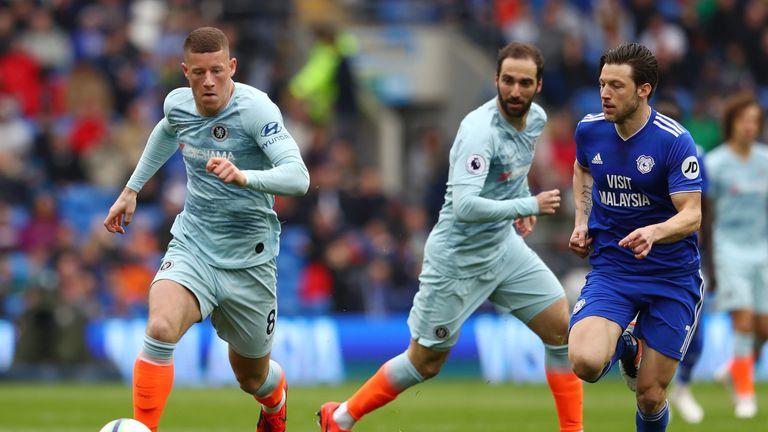 Ross Barkley runs away from Cardiff's Harry Arter