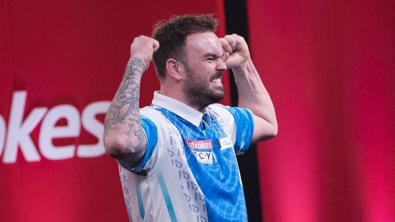 Ross Smith ended the hopes of two-time champion James Wade in Minehead