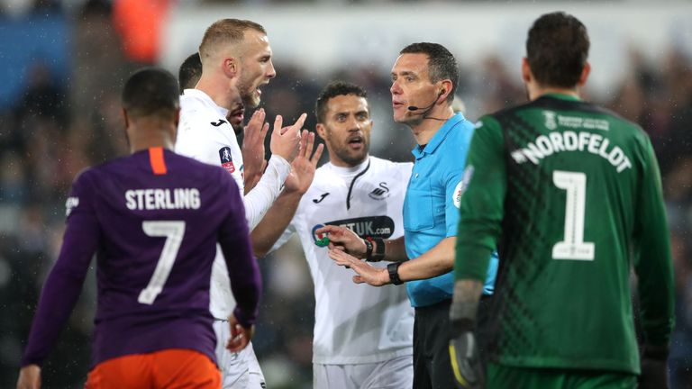 """Swansea City's Mike van der Hoorn appeals to match referee Andre Marriner during the FA Cup quarter final match at the Liberty Stadium, Swansea. PRESS ASSOCIATION Photo. Picture date: Saturday March 16, 2019. See PA story SOCCER Swansea. Photo credit should read: Nick Potts/PA Wire. RESTRICTIONS: EDITORIAL USE ONLY No use with unauthorised audio, video, data, fixture lists, club/league logos or """"live"""" services"""