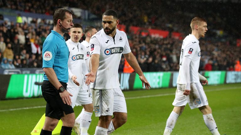 """Swansea City's Cameron Carter-Vickers appeals to match referee Andre Marriner during the FA Cup quarter final match at the Liberty Stadium, Swansea. PRESS ASSOCIATION Photo. Picture date: Saturday March 16, 2019. See PA story SOCCER Swansea. Photo credit should read: Nick Potts/PA Wire. RESTRICTIONS: EDITORIAL USE ONLY No use with unauthorised audio, video, data, fixture lists, club/league logos or """"live"""" services."""
