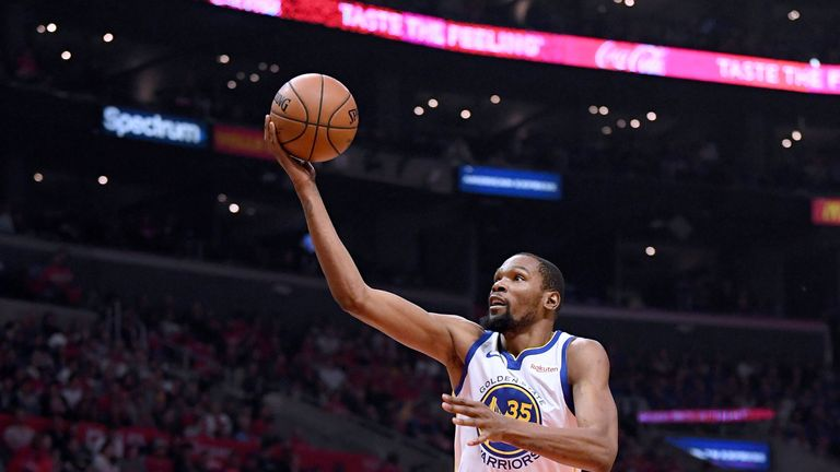 kevin Durant rises to score in Game 3 against the Los Angeles Clippers