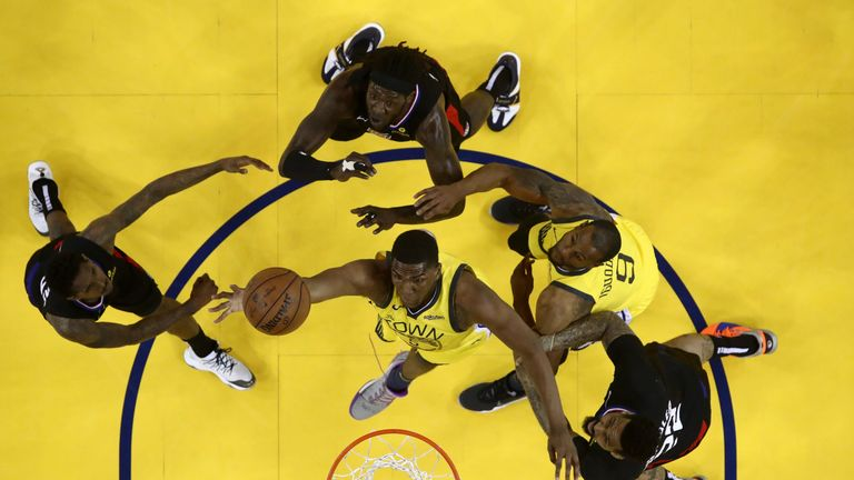 Kevon Looney attacks the rim in Game 2 against the Clippers