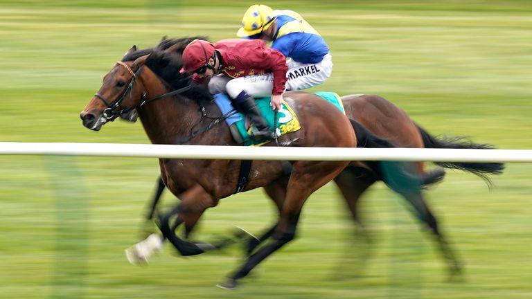 Oisin Murphy riding Kick On win the bet365 Feilden Stakes from Walkinthesand