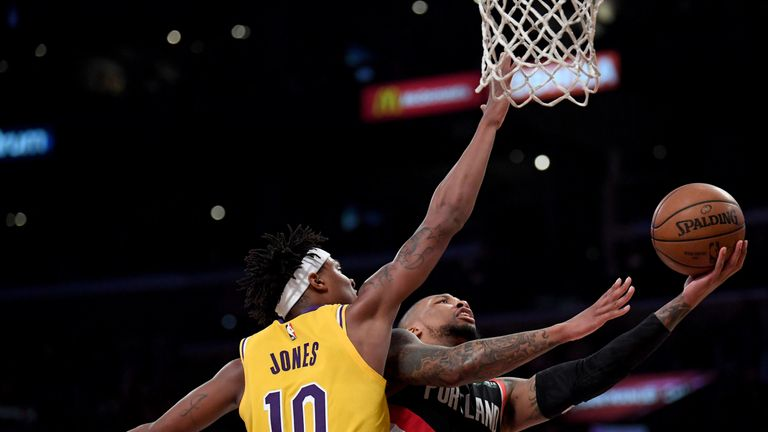 Cavs, Lakers want to talk to Howard