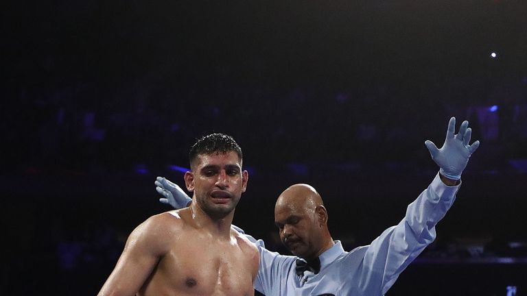 Amir Khan loses to a sixth-round TKO by Terence Crawford