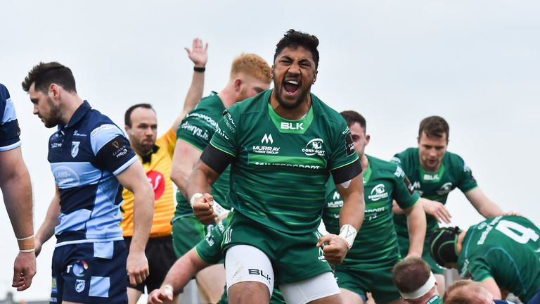 Bundee Aki of Connacht celebrates his side's second try