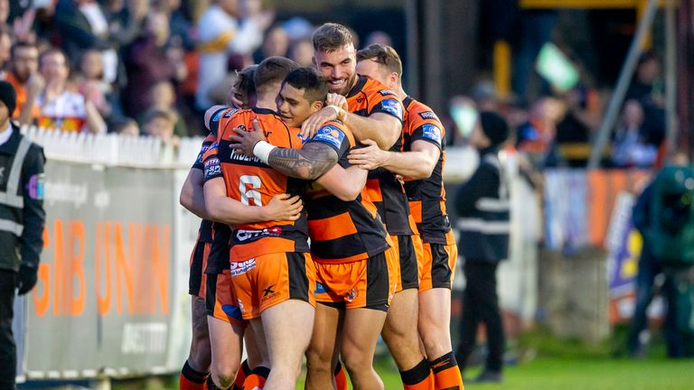 Castleford tightened their grip on third place with a tight win over Wakefield
