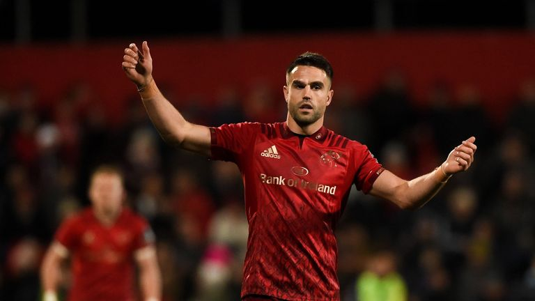 Conor Murray left the field for a head injury assessment
