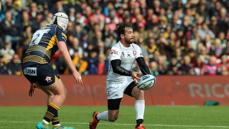 Danny Cipriani distributing for Gloucester before he left the field