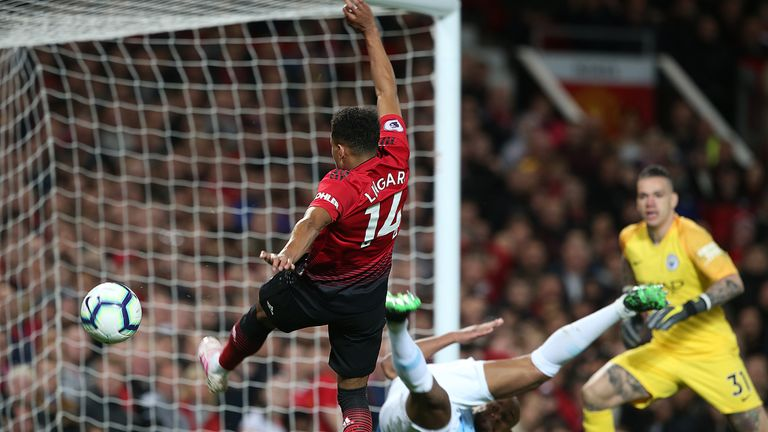 Jesse Lingard misses a chance to equalise for Manchester United