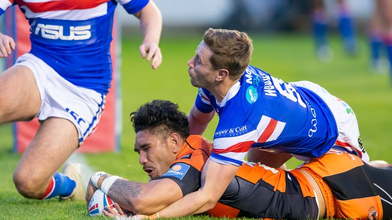 Wakefield's Kyle Wood can't prevent Jesse Sene-Lefao from scoring