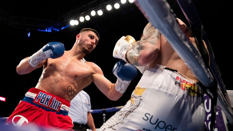 Josh Kelly turns on the style to secure a unanimous decision