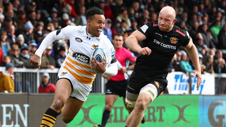 Marcus Watson beats Matt Kvesic to score Wasps' second try