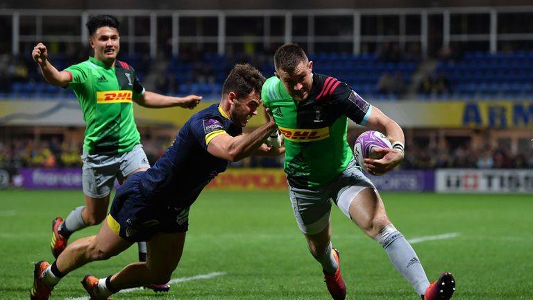 Mike Brown scores for Quins