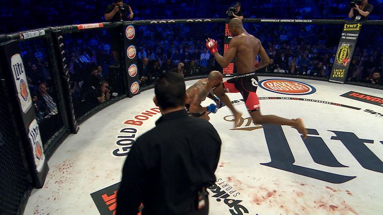 MVP's devastating knee to Cyborg at Bellator 158