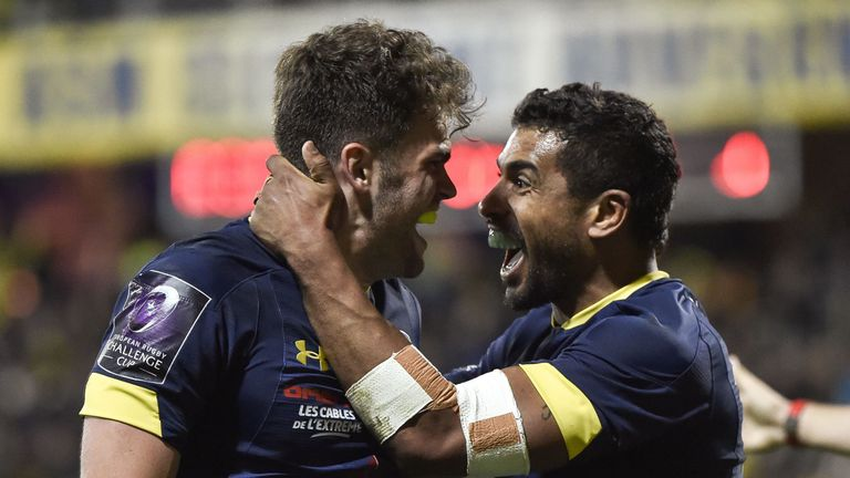 Damian Penaud (L) and Wesley Fofana  celebrate