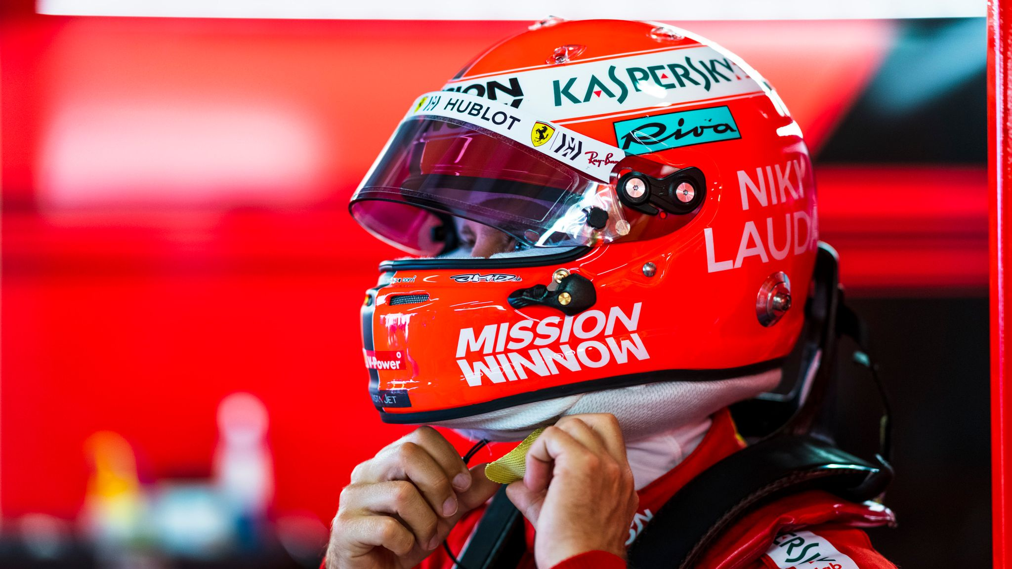 F1 Reader - Mercedes go red in Lauda tribute