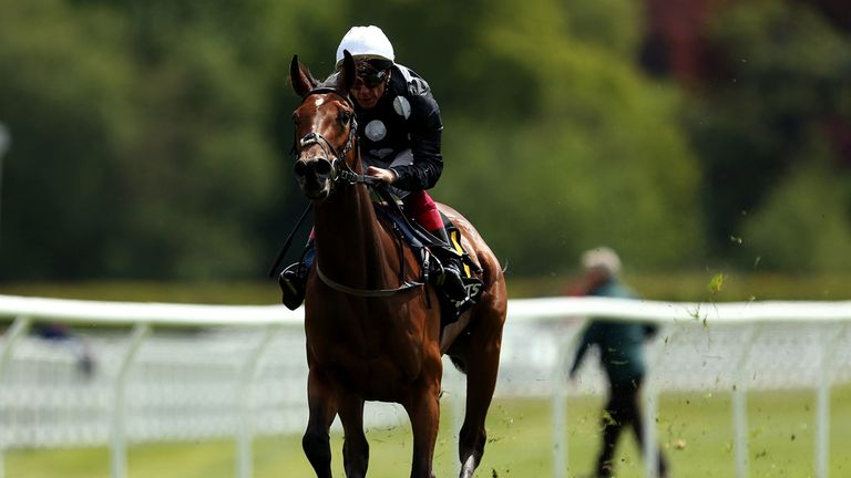 Anapurna is clear of her Lingfield rivals under Frankie Dettori