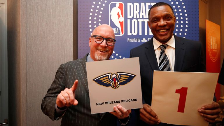David Griffin and head coach Alvin Gentry celebrate after winning the NBA Draft ;lottery