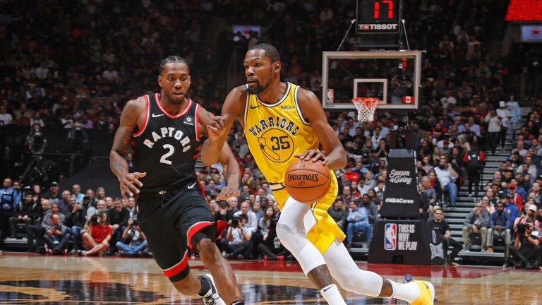 Kevin Durant attacks Kawhi Leonard during a Warriors-Raptors regular season match-up
