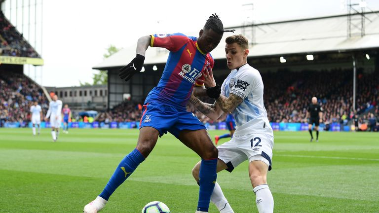 Aaron Wan-Bissaka of Crystal Palace shields the ball from Lucas Digne of Everton