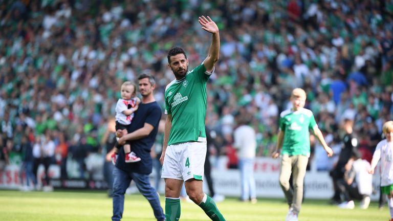 Claudio Pizarro signs Werder Bremen contract extension at age of 40