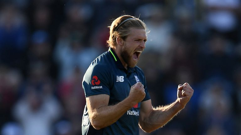 David Willey bowled excellently at the death to derail Pakistan's push for victory