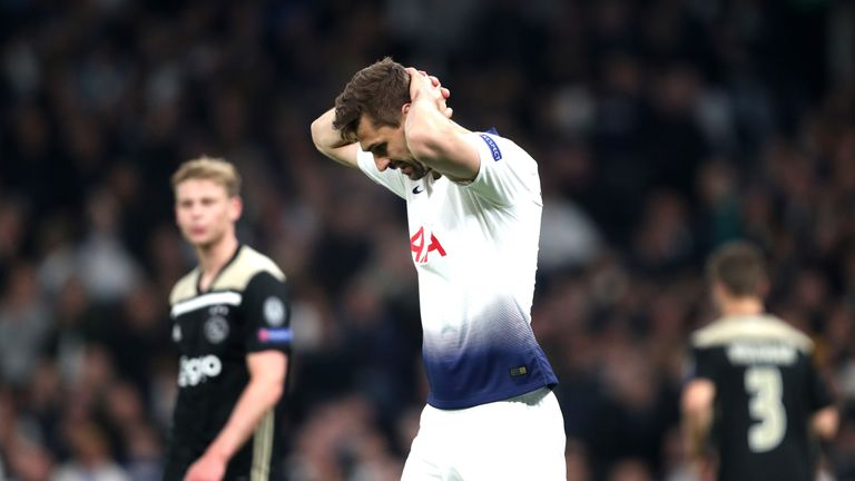 Fernando Llorente reacts during the Champions League semi-final, first leg between Tottenham Hotspur and Ajax on April 30, 2019