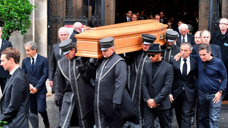 (left to right) Alain Prost, Helmut Marko, Lewis Hamilton, Jean Alesi, Nelson Piquet and were among those escorting Niki Lauda's coffin at his funeral in Vienna