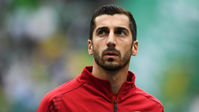 LISBON, PORTUGAL - OCTOBER 25: Henrikh Mkhitaryan of Arsenal looks on prior to the UEFA Europa League Group E match between Sporting CP and Arsenal at Estadio Jose Alvalade on October 25, 2018 in Lisbon, Portugal. (Photo by David Ramos/Getty Images)